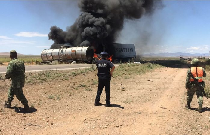 Photo of (Video) Arden tractocamiones en carretera Janos-Agua Prieta
