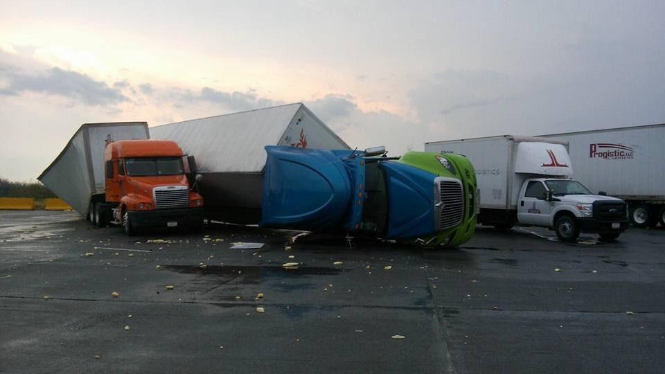 Photo of Tornado destruye puente internacional 3 en Nuevo Laredo