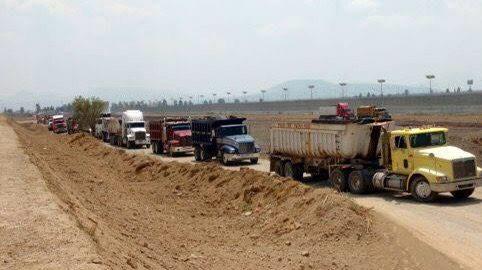 Photo of Camiones al servicio del NAICM, clientazos del Huachicol