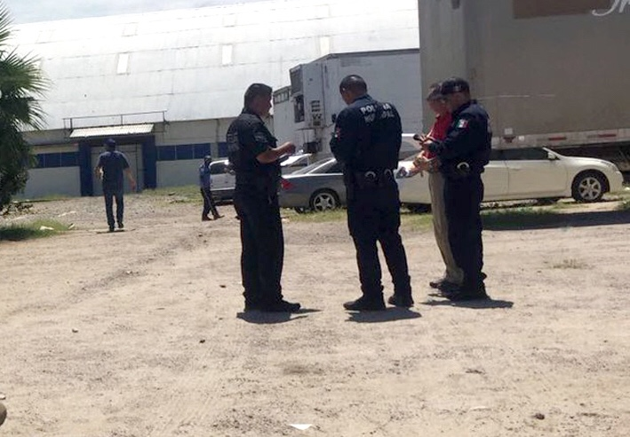 Photo of Roban autos y camiones de un corralón del SAT en Sonora