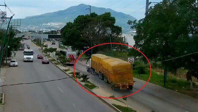 Photo of (Video) Camión de carga embiste a manifestantes en Chiapas