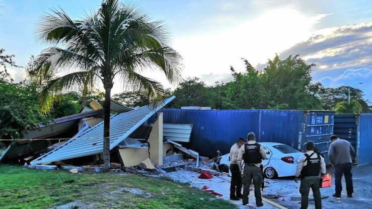 """Photo of Exigen mano dura a """"doble remolque"""" tras accidente en caseta de Veracruz"""